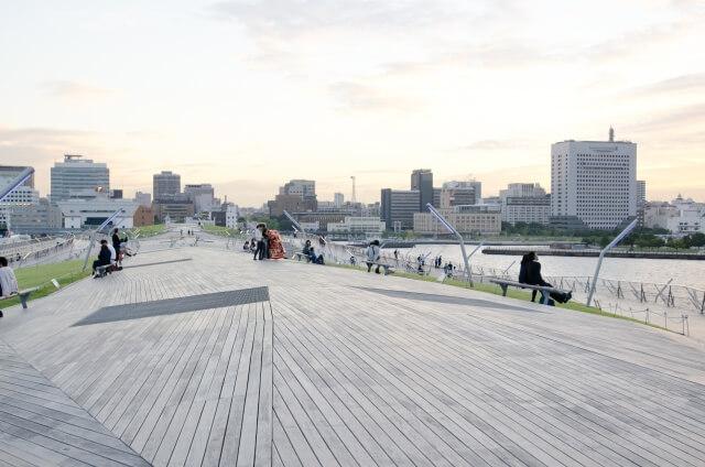 横浜港大さん橋国際客船ターミナル、屋上のウッドデッキ