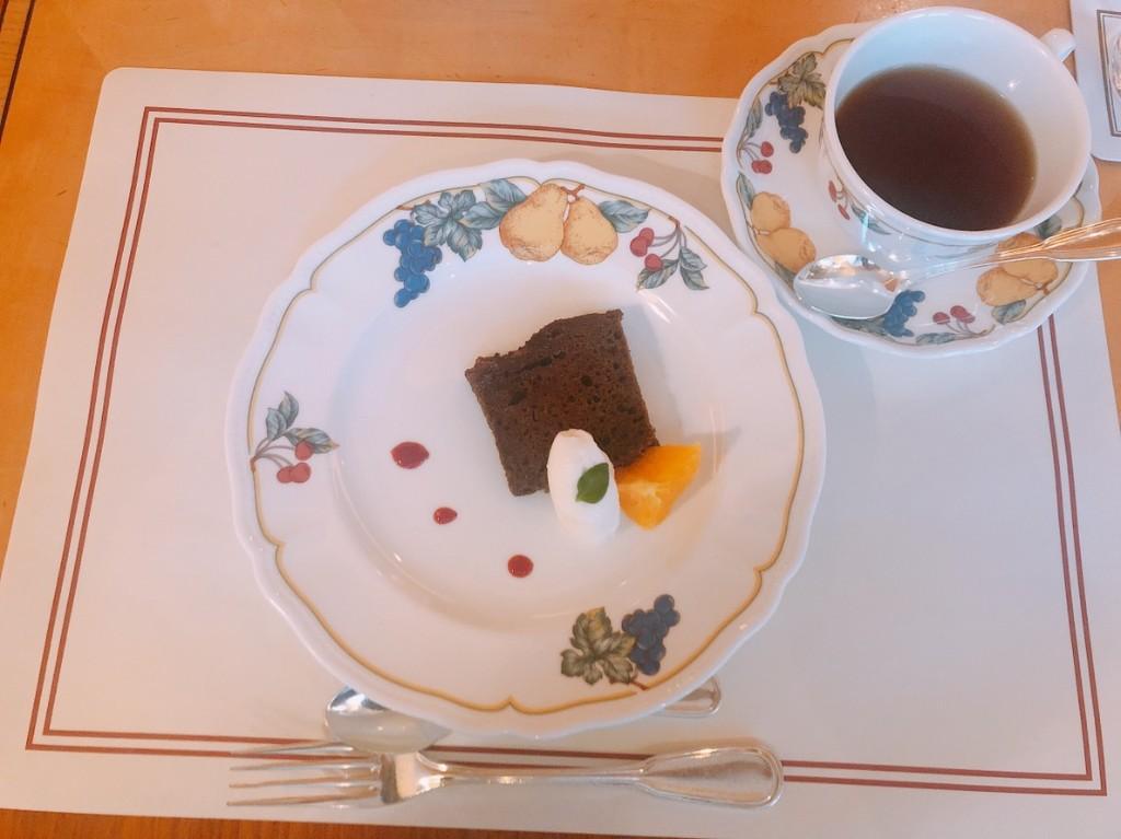 デザートにはチョコレートのパウンドケーキ